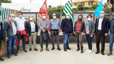 """Photo of I SINDACATI A PENNE PER LA FESTA DEI LAVORATORI: """"L'ITALIA SI CURA CON IL LAVORO"""""""